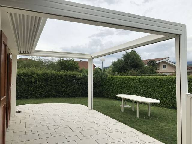 pergola toile r tractable vermont installation de pergola en alu sur mesure toulouse. Black Bedroom Furniture Sets. Home Design Ideas